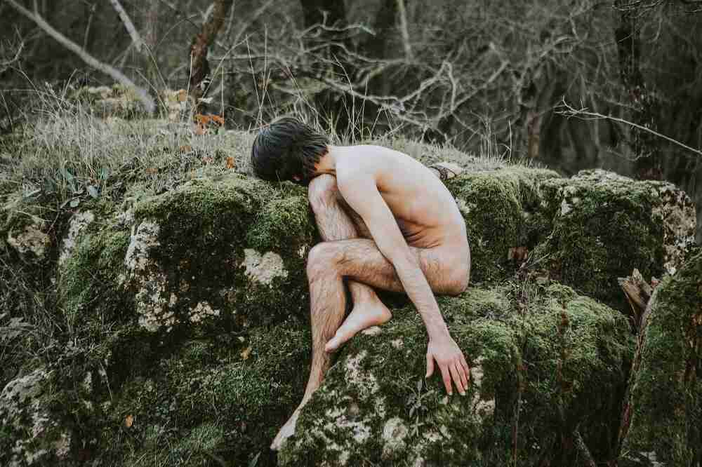 Devant une mort laissée pour compte, on se retrouve bien souvent nu.